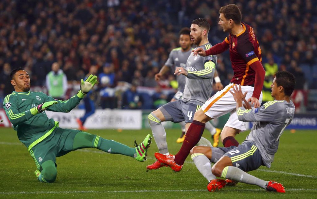 Football Soccer - AS Roma v Real Madrid - UEFA Champions League Round of 16 First Leg - Olympic stadium, Rome, Italy - 17/2/16 AS Roma's Edin Dzeko (2R) in action with Real Madrid. REUTERS/Tony Gentile