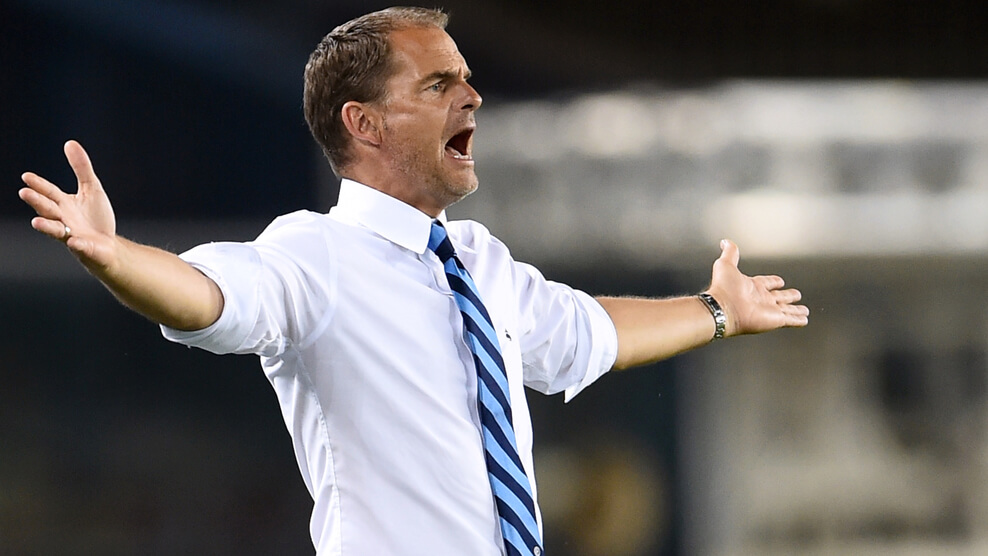 "Inter Milan's Dutch coach Frank De Boer gestures and reacts during the Italian Serie A Football match between Chievo and Inter Milan at ""Marcantonio Bentegodi"" Stadium in Verona, on August 21, 2016. / AFP / GIUSEPPE CACACE (Photo credit should read GIUSEPPE CACACE/AFP/Getty Images)"