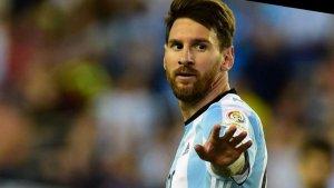 messi jugando con argentina