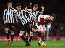 El Newcastle, a pelear cada balón.