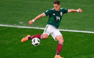 Chicharito es la referencia en ataque de México.