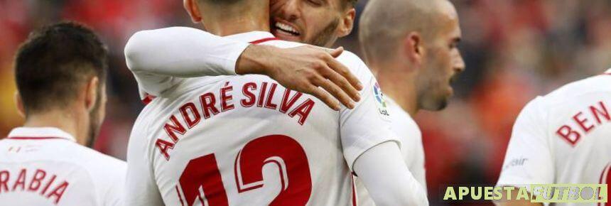 Celebración de un gol del Sevilla frente al Valladolid en Liga Santander