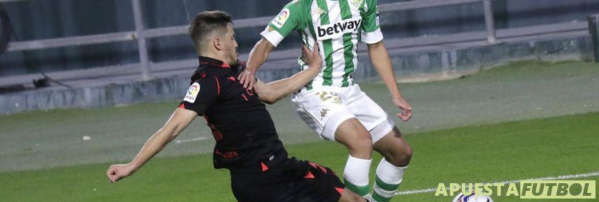 Real Sociedad y Betis en un enfrentamiento de la Liga Santander