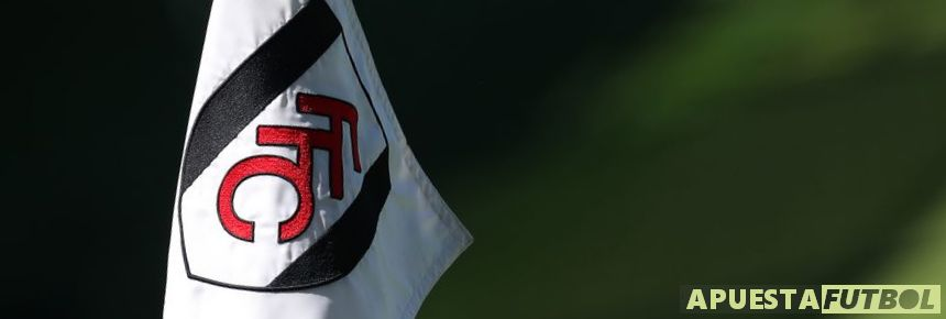 Banderín del Fulham en un partido contra el Tottenham