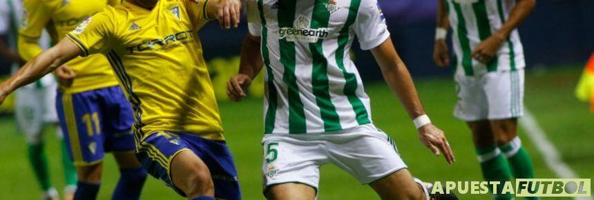 Enfrentamiento entre Cadiz y Betis de la Liga Santander