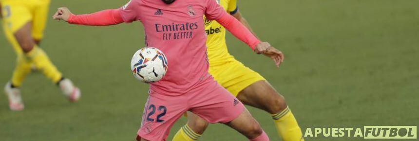 Real Madrid y Cadiz en el anterior partido de Liga Santander