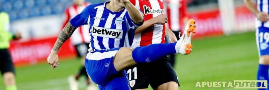 Jugadores de Athletic de Bilbao y Alavés en un partido de la Liga Santander