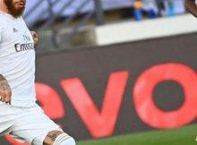 Jugadores de Real Madrid y Villarreal dispuntan un balón